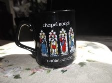 COLLECTABLE BLACK GLAZED MUG CHAPEL ROYAL DUBLIN CASTLE EXCELLENT CONDITION